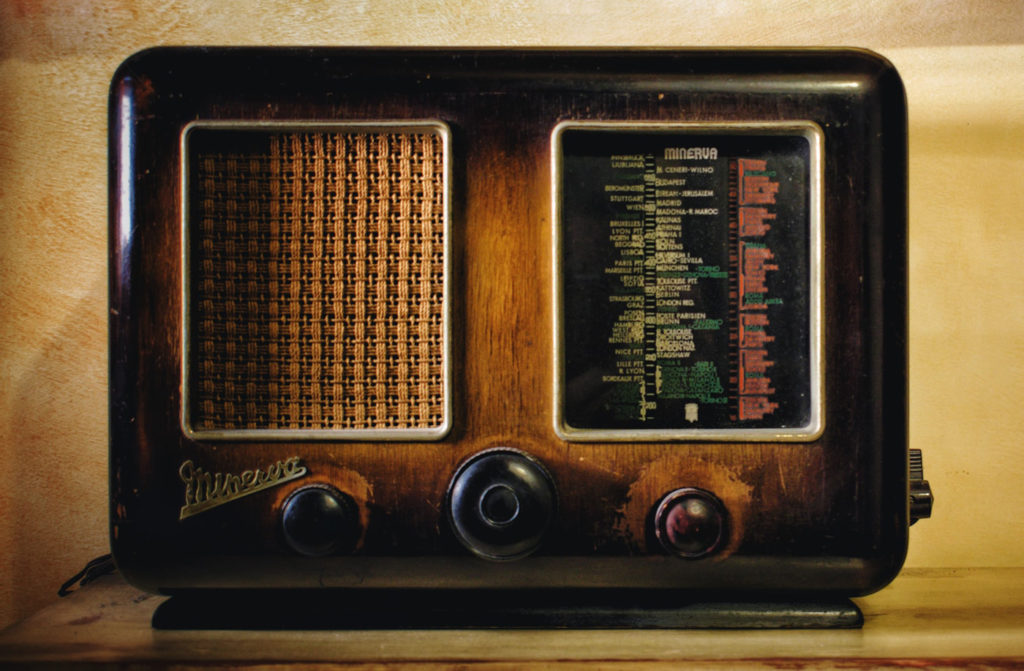 An image of a 1940s era radio.